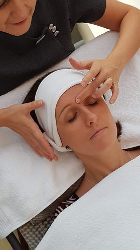 Facial reflexology for relaxation and rejuvenation.