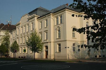 1200px-Ostrava_dekanat_PrF_OU_20080426.jpg