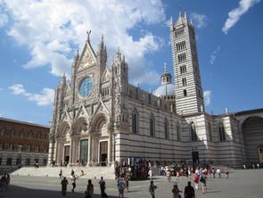 Piazza del Duomo-Siena.jpg