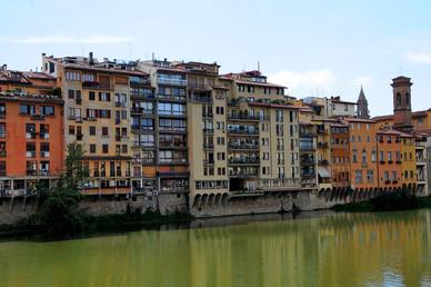 Rio Arno-Vista do Hotel Continentale-Florença