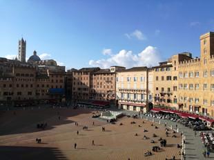 Piazza del Campo-Siena.jpg