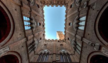 Torre do Palazzo del Podesta-Siena.jpg