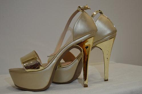 Zapato de Tacon color Dorado