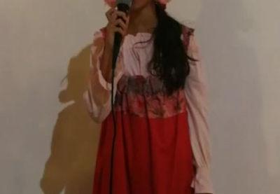 Varvara con la sua splendida voce ci intrattiene durante la cena di arrivederci