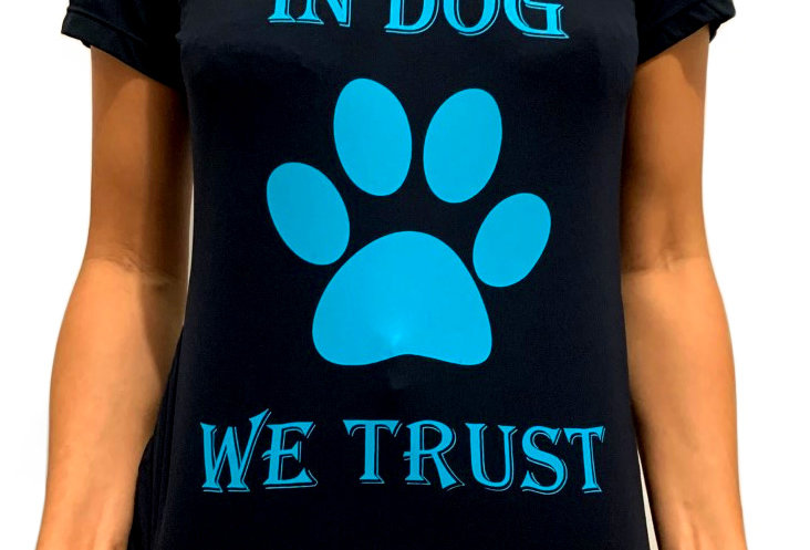 Camiseta In Dog We Trust Preta e Azul gola V