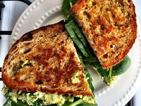Avocado Egg Sandwich 🥑