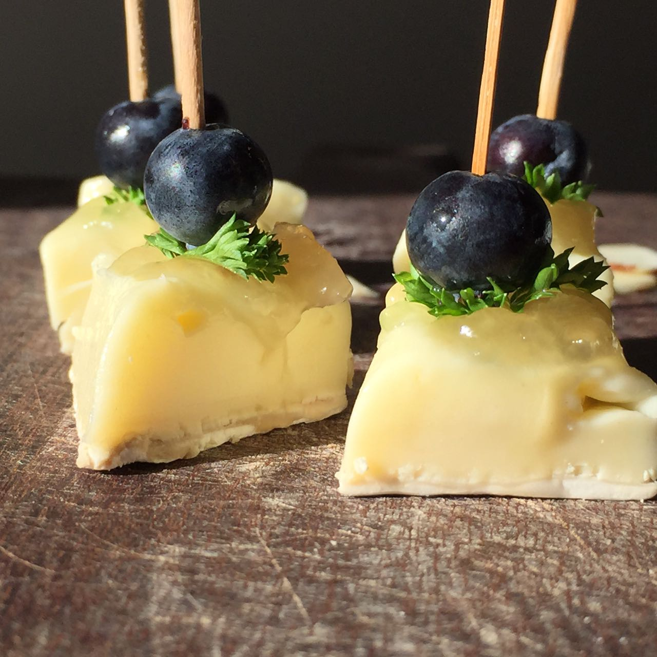 Stick de brie com blueberry