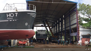 Video: Shipping dredgers from shed to river
