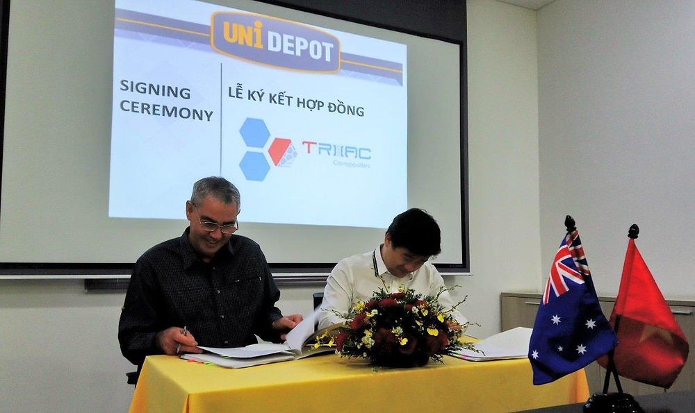 Triac Composites' General Director, Paul Koch, signs the lease agreement for a new factory with UniDepot's CEO, Mr Doan Quang Minh in HCMC on 24 October 2018.
