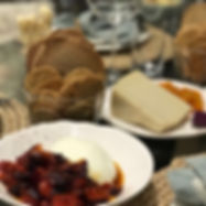 Burrata maçaricada com tomatinhos assados