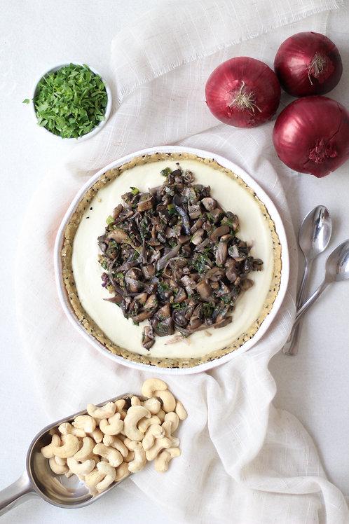 """Quiche Vegana de Cogumelos e """"Requeijão"""" (grande)"""