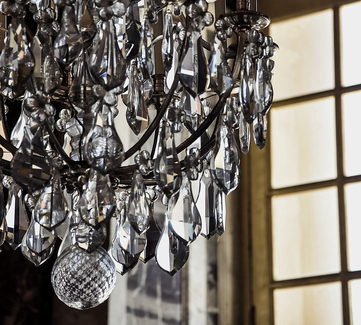turned-off%20clear%20glass%20chandelier_