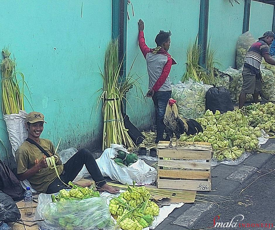 Nasi-Lontong-Indonezyjski-Klejący-Ryż-Smaki-Indonezji-Kuchnia-Indonezyjska-Przepisy-Ketupat-Jakarta