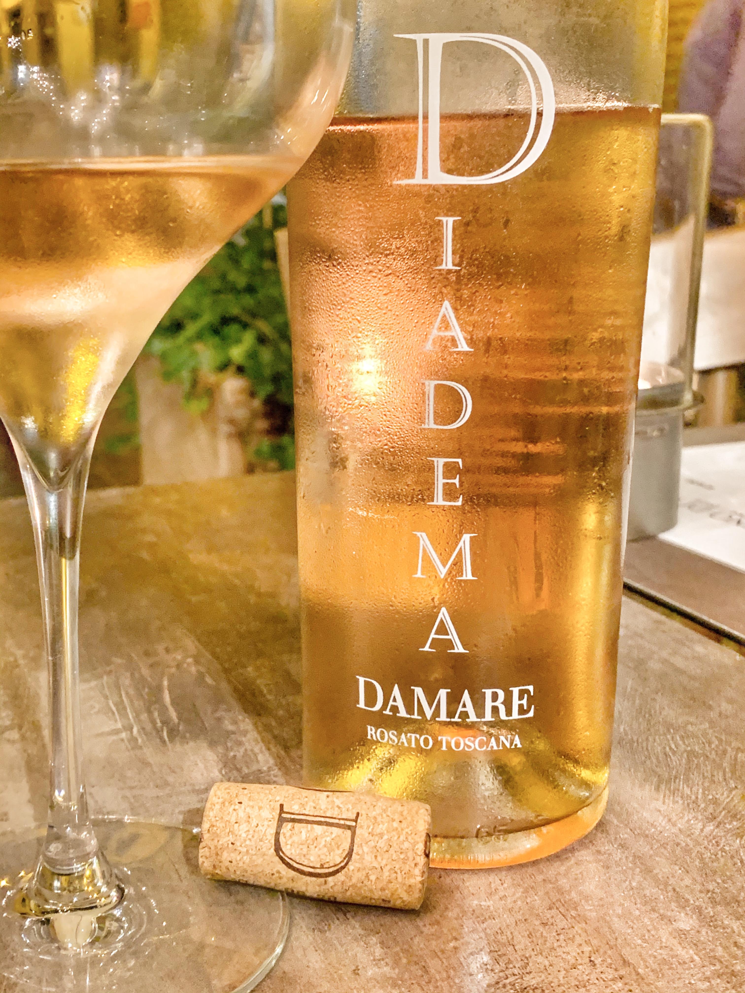 vino rosato prodotto in Toscana in degus