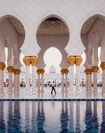 Visite Abu Dhabi e o parque da Ferrari