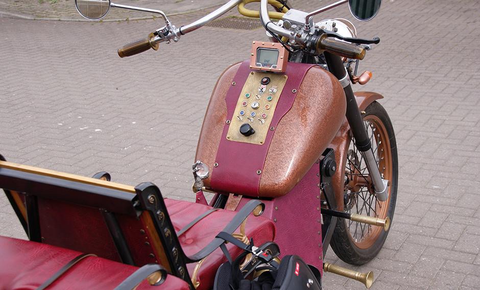 3-wheeled motorbike