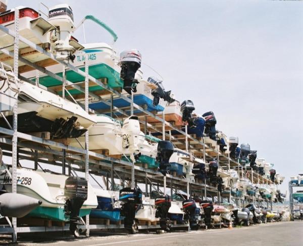 Stockage de bateaux dans un port à sec