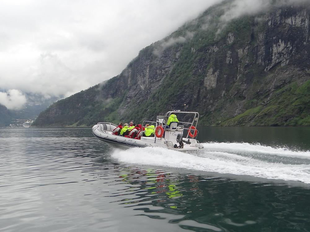 semi rigide dans fjord