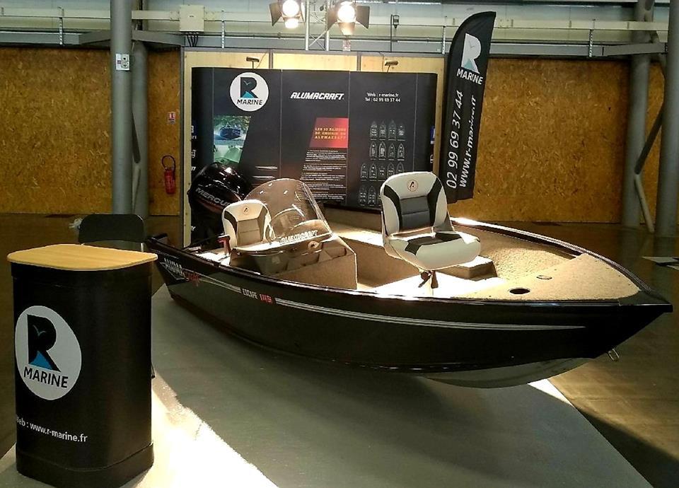 Alumacraft Escape sur le stand R Marine au salon de la pêche en mer à Nantes