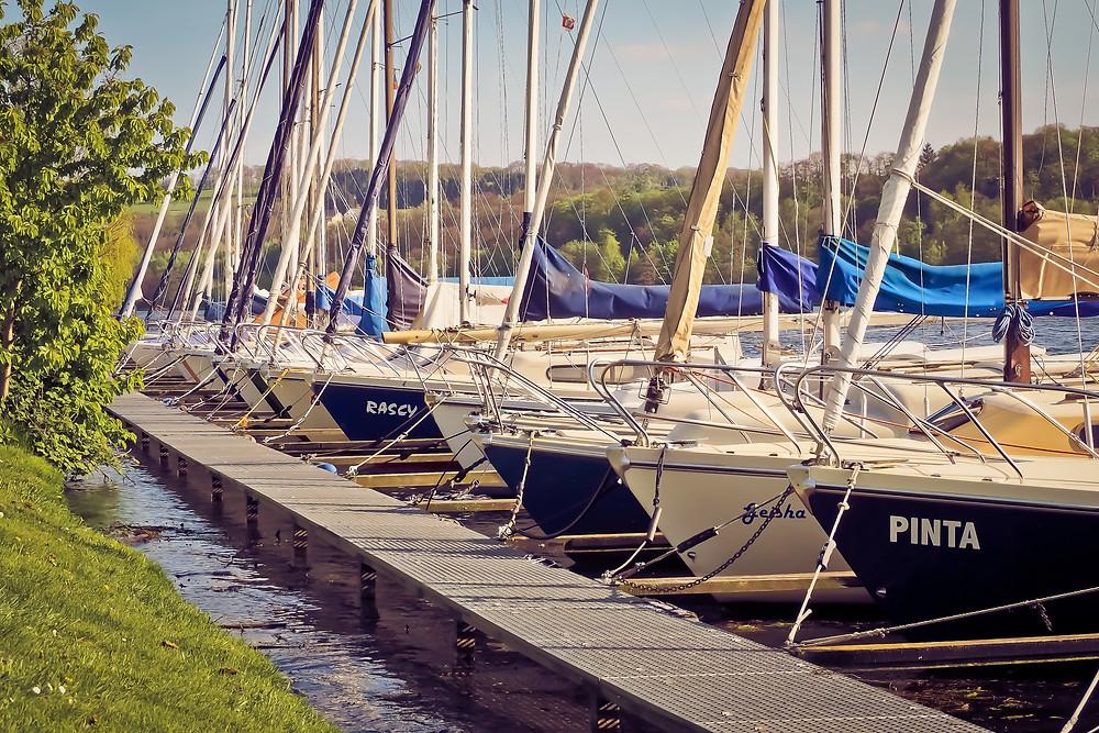Photos de voiliers et bateaux moteur d'occasion