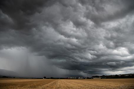 Rain clouds arriving in Chavornay.