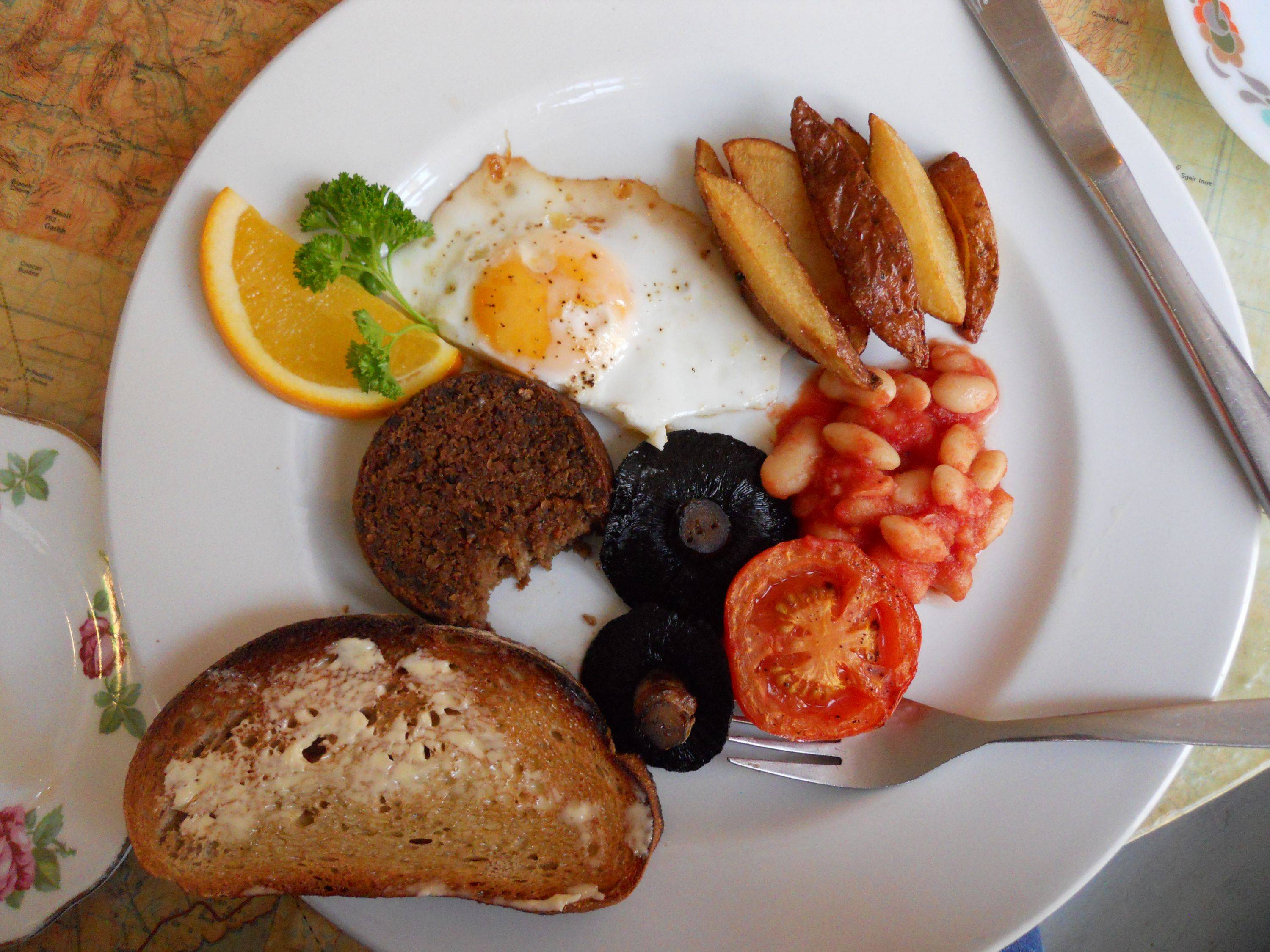 EAT: TRADITIONAL SCOTTISH BREAKFAST