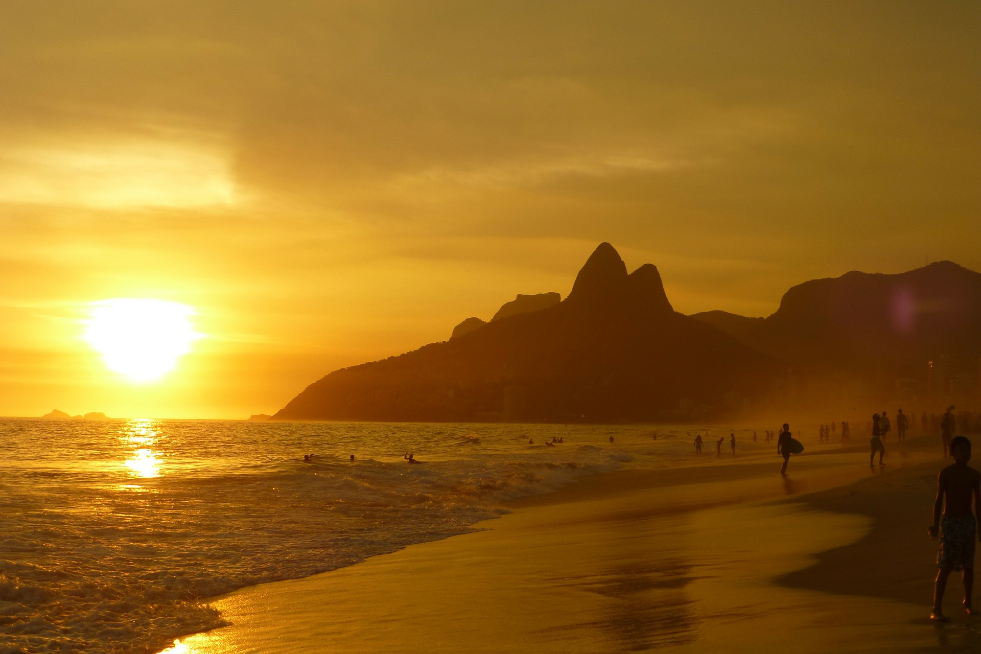 SEE: IPANEMA BEACH