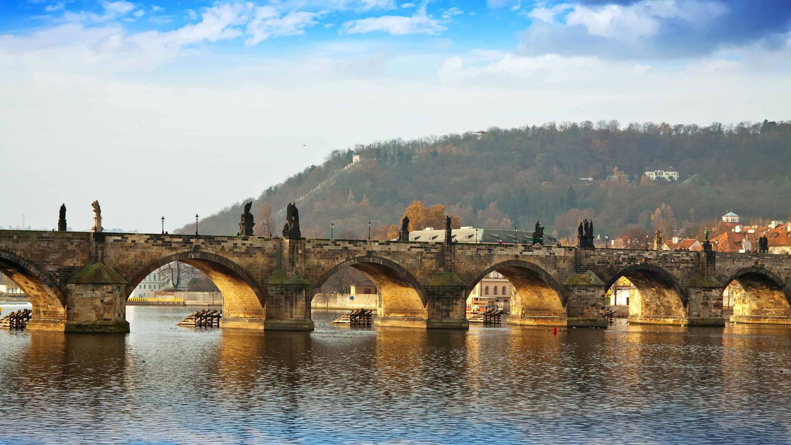 SEE & DO: CHARLES BRIDGE
