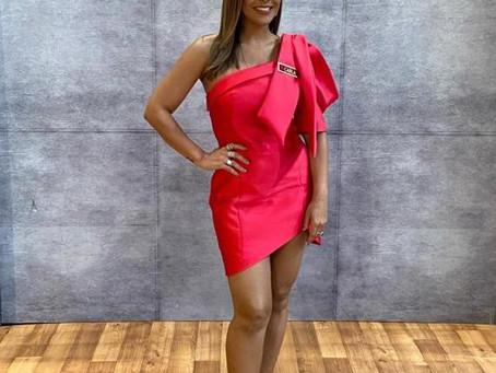 Carla Cristina marca presença no júri do Canta Comigo