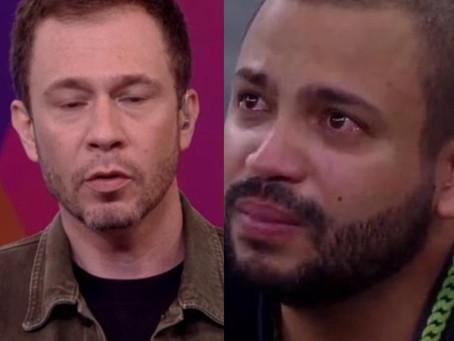 Tiago Leifert parabeniza Projota por conversa com Penteado e web acusa interferência no jogo; vídeo