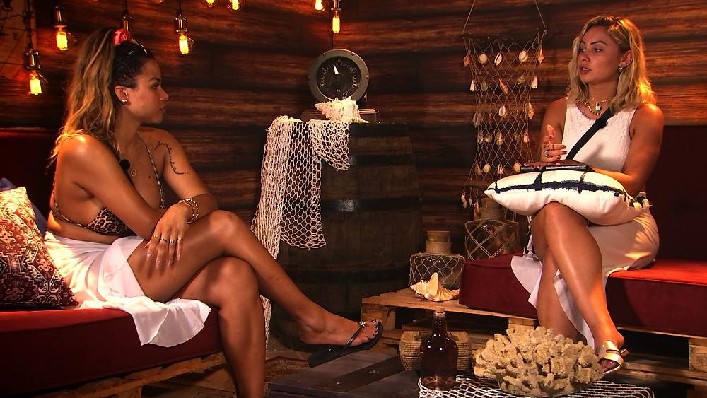 Gabily e Flávia Gabê lavam roupa suja no De Férias Celebs 2 (Foto: Divulgação/MTV)