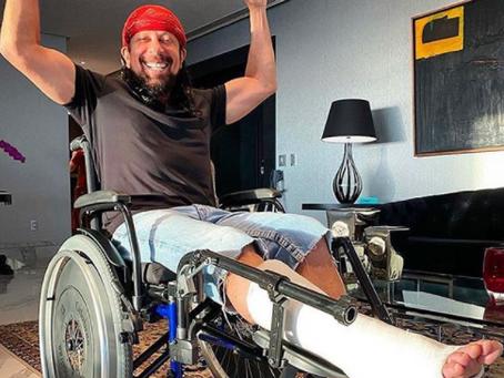 Bell Marques rompe tendão e precisará de cirurgia; cantor cancelou nova live