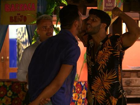 De Férias Celebs 2: seguranças  invadem festa para separar briga entre Rico Melquiades e Luís Mattos
