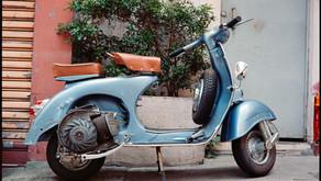 Street / Wanchai - Fujifilm GA645i (Kodak Portra 400)