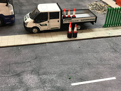 Stacked Traffic Cones in 1:76 / OO Gauge