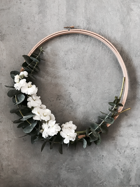 SIMPLY CHIC EUCALYPTUS WREATH