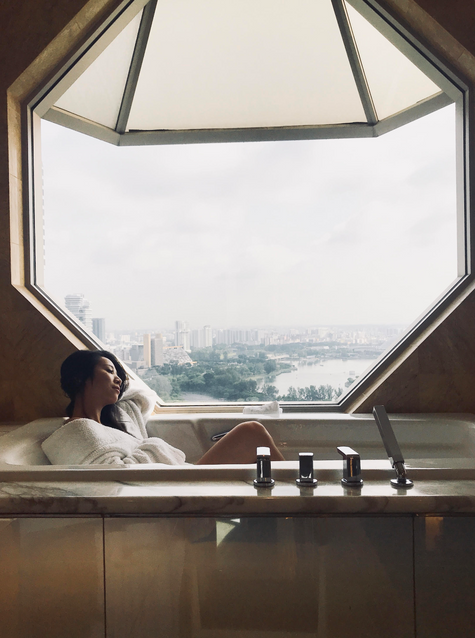 BATHTUBS THAT ARE WORTH THE TRIP