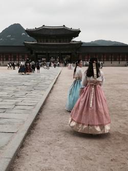 Girls in Hanboks at Gyeongbokgung