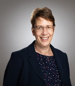 Bettina Schmitt-Hönl, 61