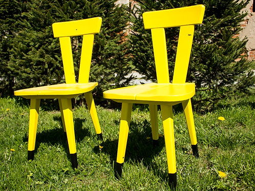 Całkiem klawe - Krzesła żółtawe