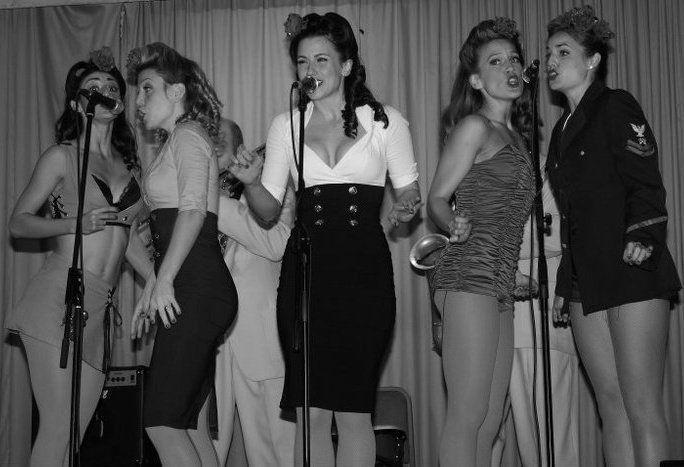 Makinna & Satin Dollz in England