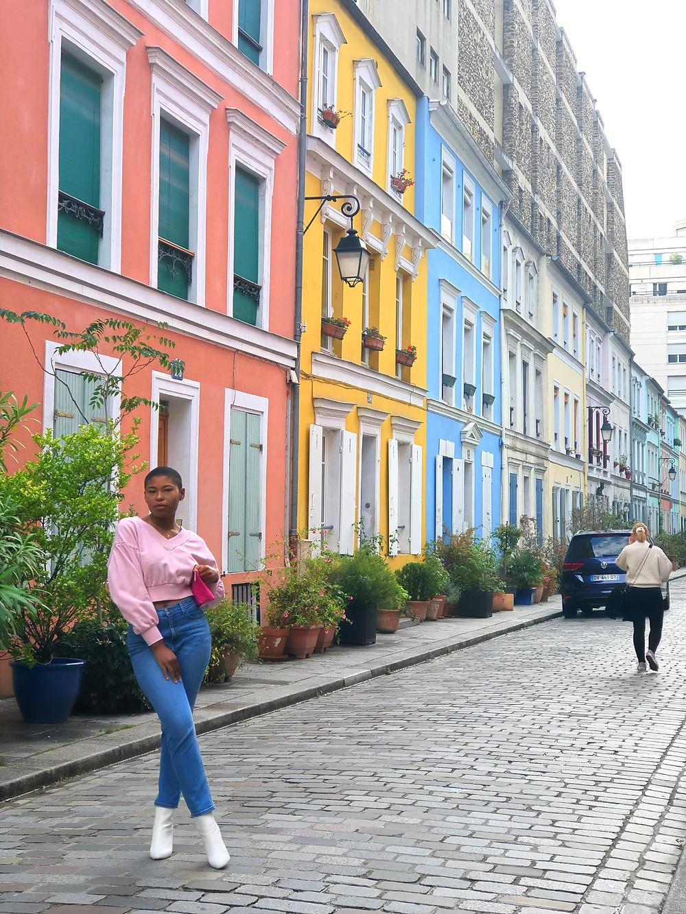 posing on rue crémieux