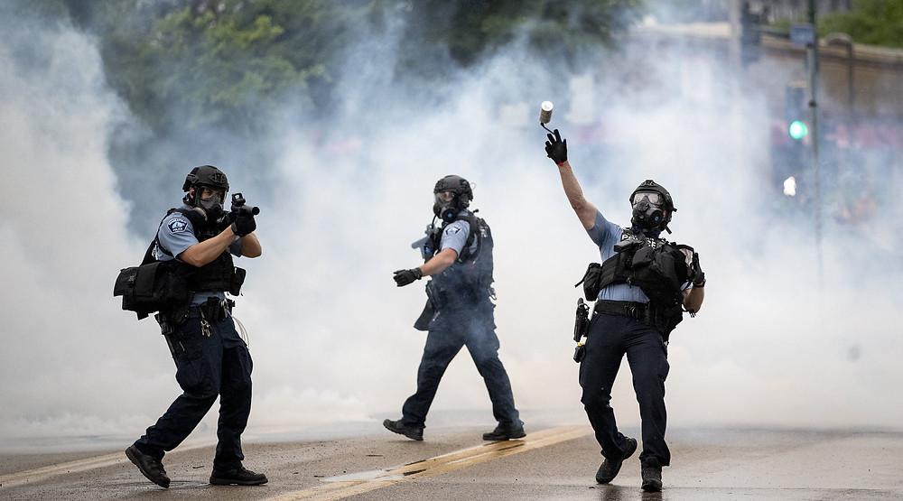 Minneapolis police tear gassing