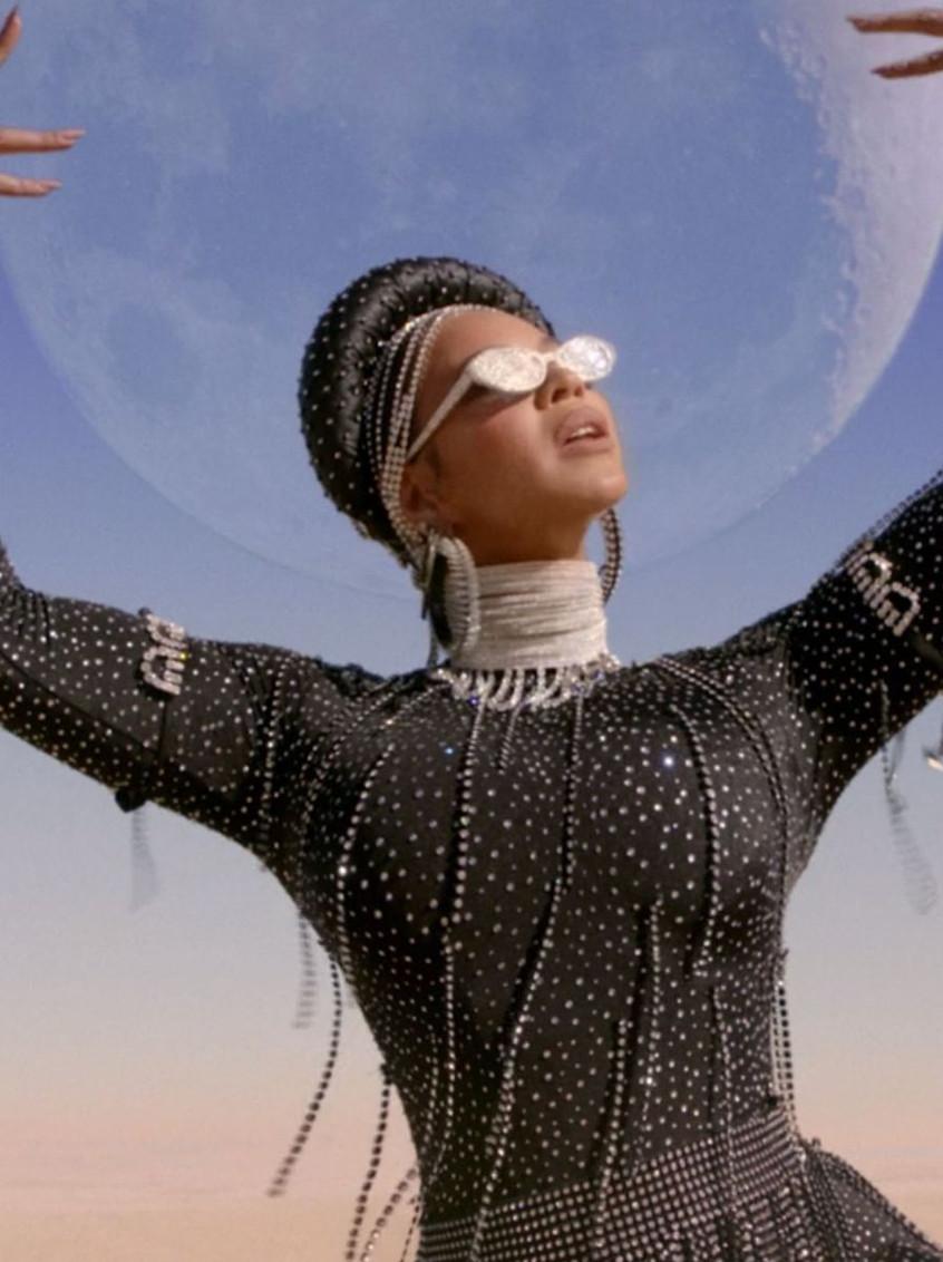 Beyoncé in D.Bleu Dazzled