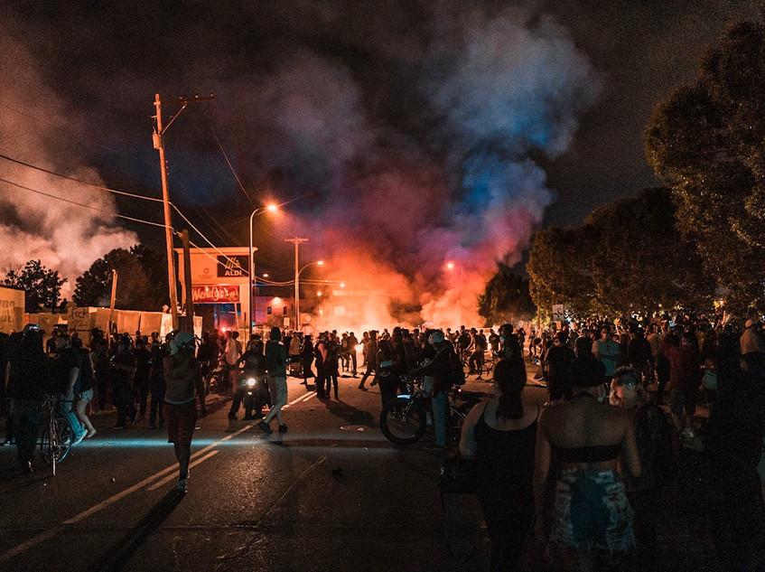 protestors rioting