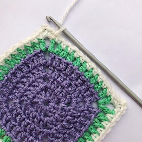Cat granny square   Top Crochet Patterns   490x490