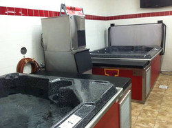 Hydrotherapy room: Hot and cold tubs