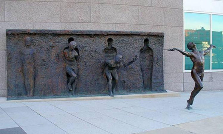 "FREEDOM"" di Zenos Frudakis.jpg"