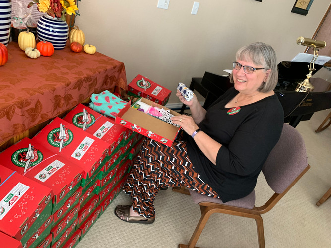 Lynda with OCC shoeboxes.jpg