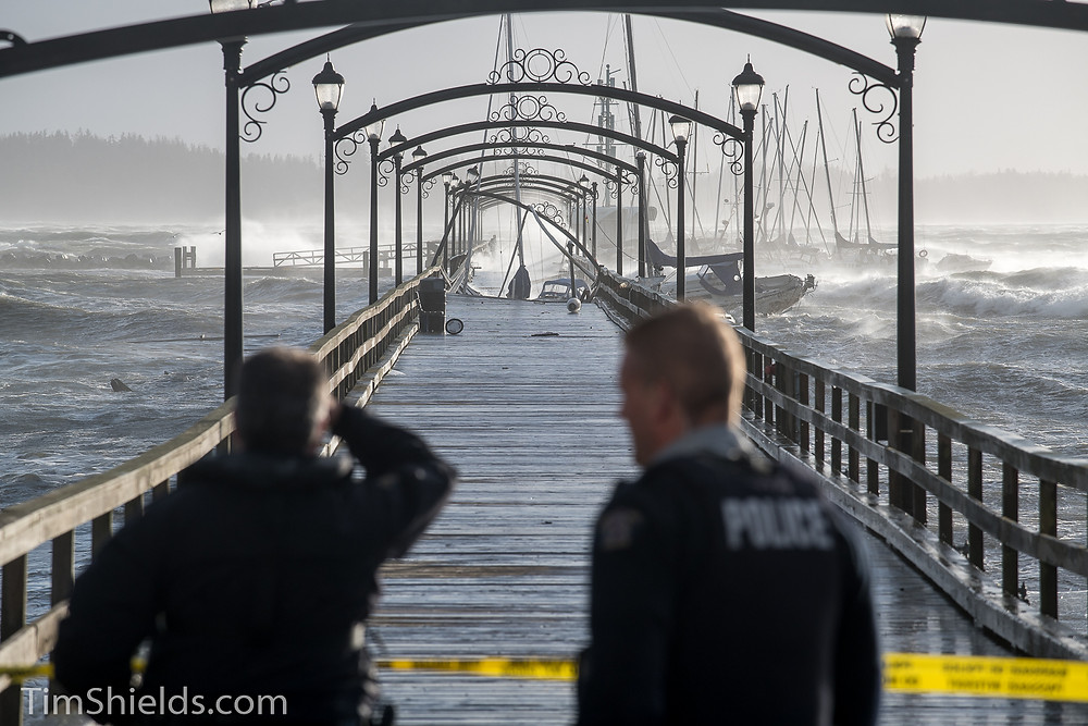 Police block access to White Rock Pier
